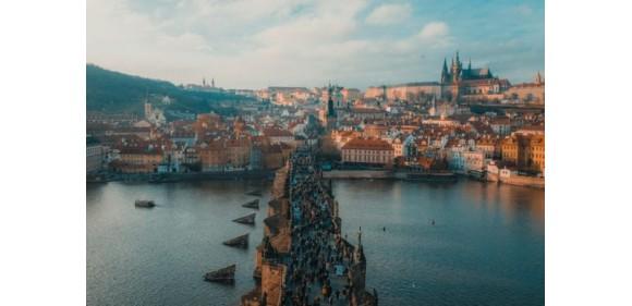 С апреля авиакомпания Ryanair начнет летать из Риги в Прагу